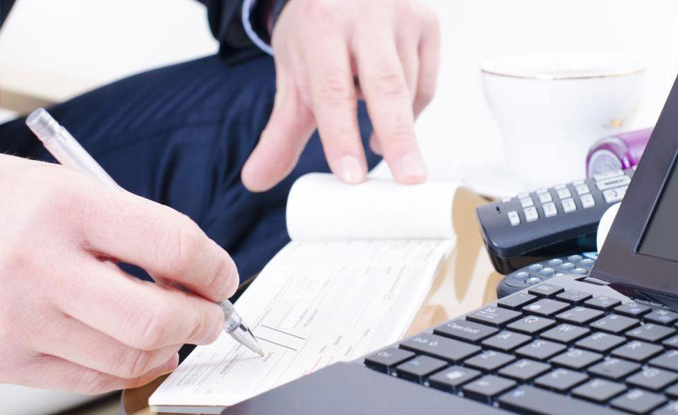 Многие из тех же самых ссуд, доступных от физического банка, доступны через онлайн-банк.