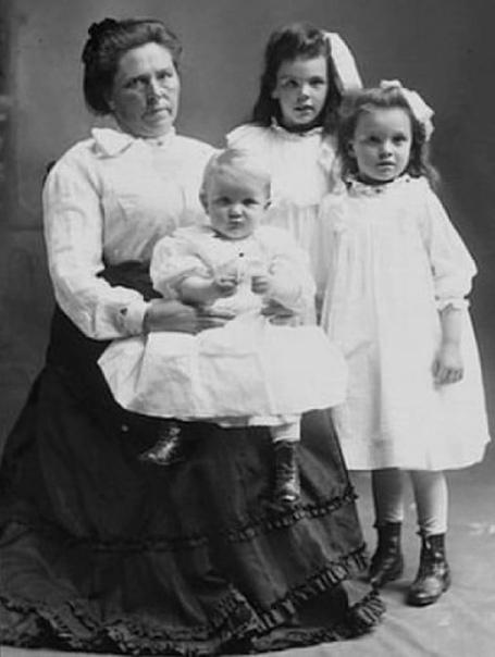 Бэлла Соренсон Гинесс (Черная вдова) Жертвы: 42 1,83 м роста и 91 кг веса эта американка норвежского происхождения была довольно внушительной комплекции. Американская «Синяя борода», разве что