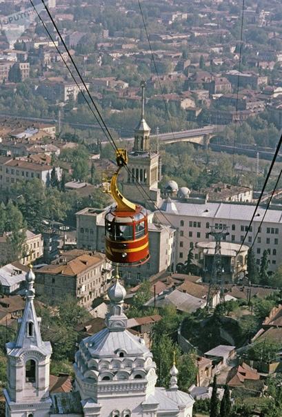 Смерть на канатной дороге. Тбилиси (Грузинская ССР), 1 июня 1990 года. В пятницу 1 июня 1990-го Грузия отмечала Международный день защиты детей. Погодка выдалась жаркая люди сметали с прилавков