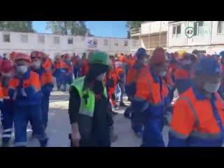 """Строители """"Лахта центра"""" в Петербурге вышли на митинг из-за невыплат зарплат NR"""