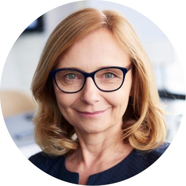 Анна Андреева — менеджер по работе с клиентами, опыт работы в сфере ДПО составляет 11 лет