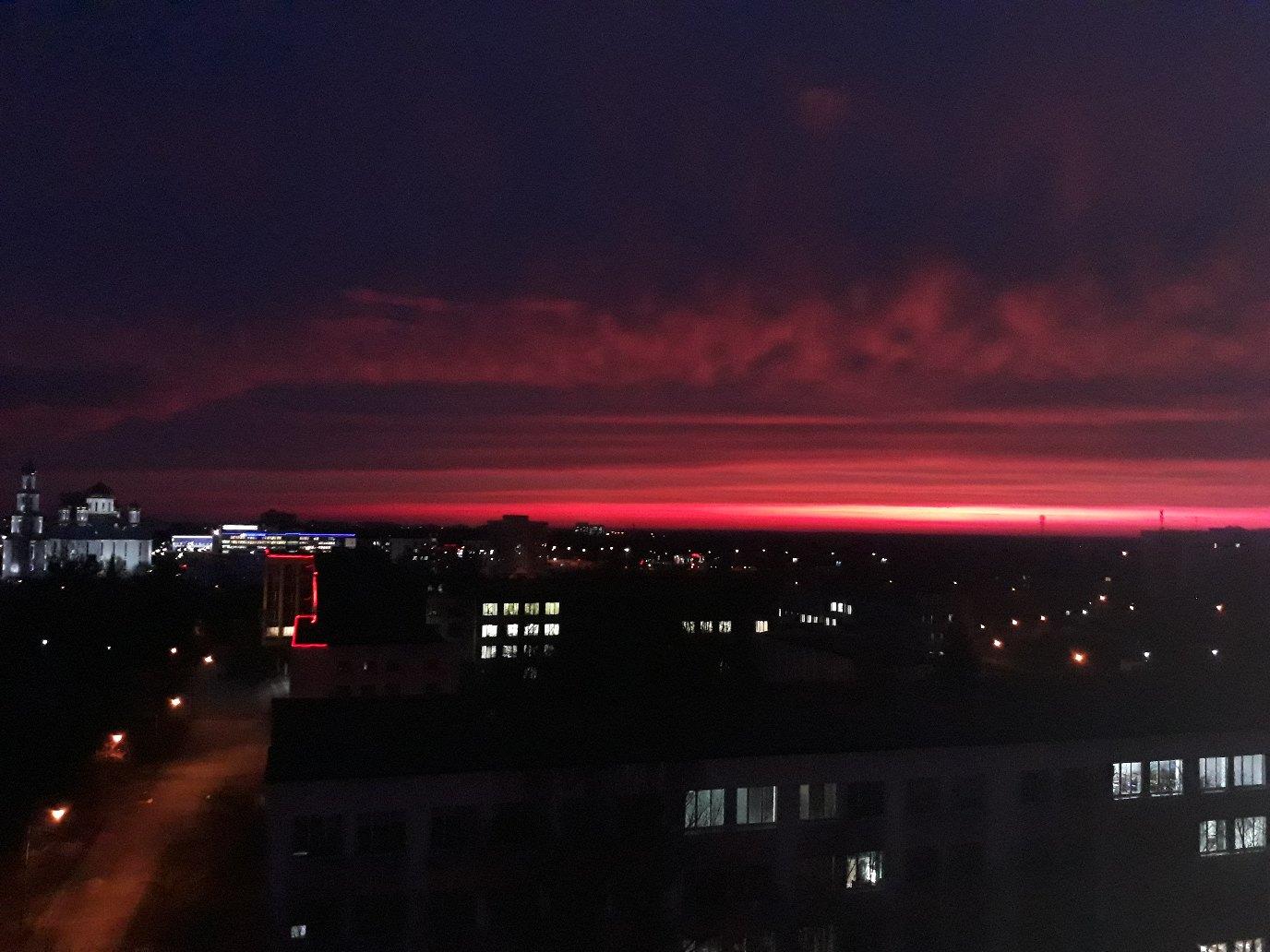 """Вам понравился сегодняшний """"кровавый"""" восход солнца? Не заметили? Тогда смотрите..."""
