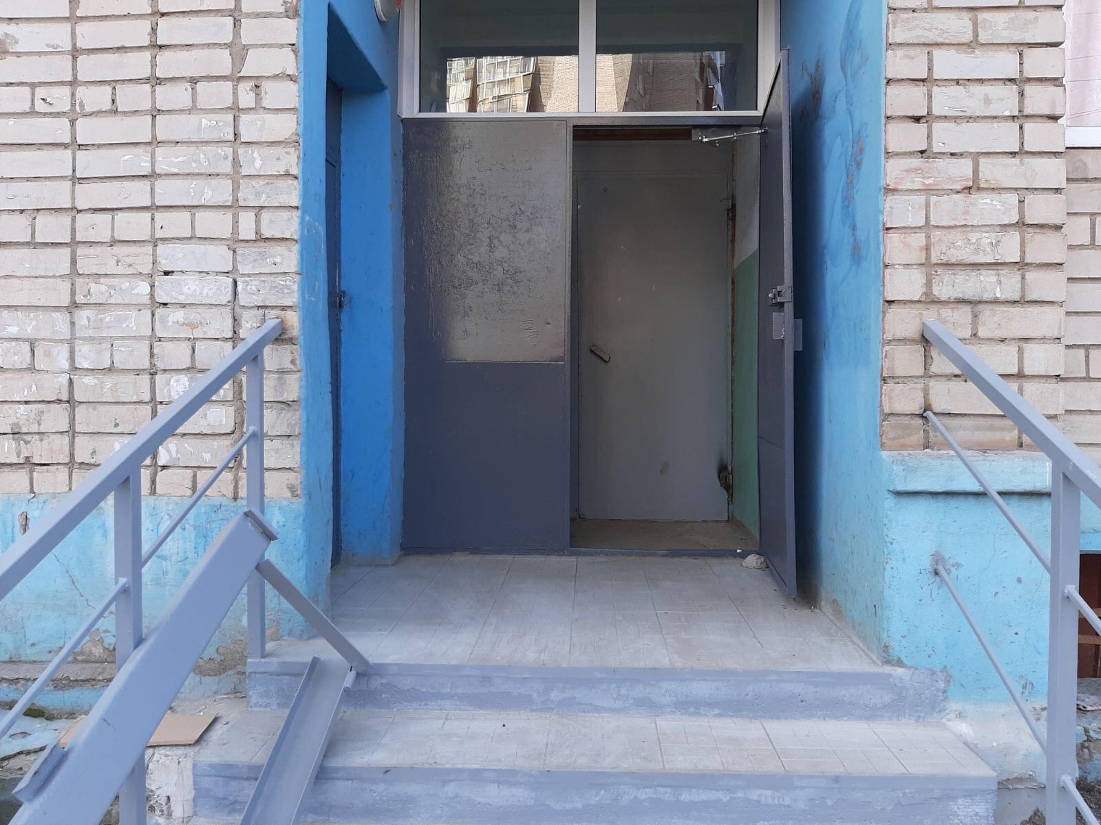 Улица А.Упита дом 13 покраска дверей ,
