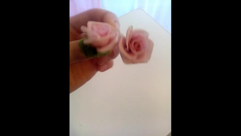 Серьги розы из само затвердевающей глины на воздухе каждая деталь слепленна в ручную тонировано маслеными красками