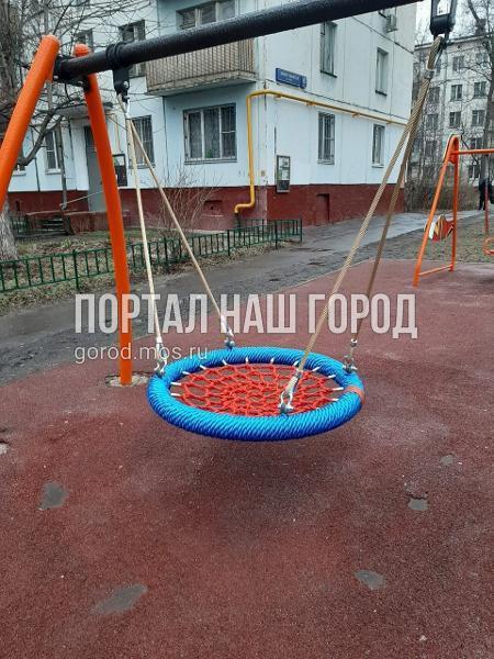 Детская площадка во дворе на Юных Ленинцев вновь стала комфортной для игр