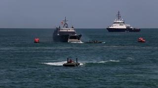 Чёрные береты морского десанта высадились на побережье моря с катеров   Тренировка День ВМФ 2021