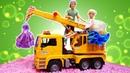 Барби и Кен стирают вещи - Мультик Барби. Видео для детей