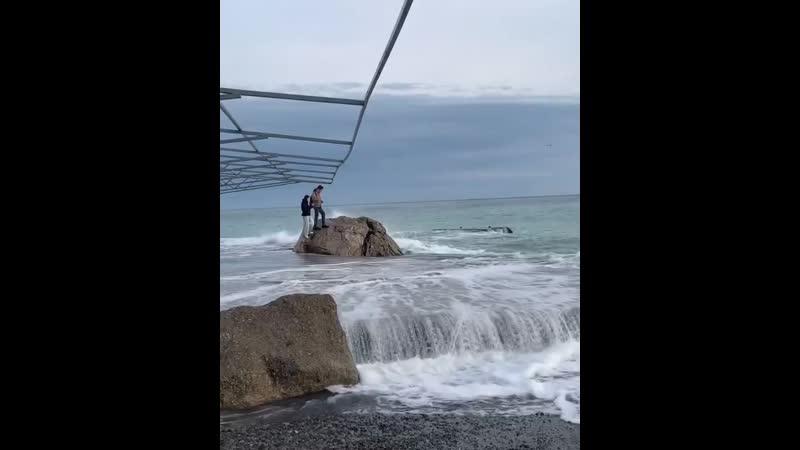 Волны в Ялте
