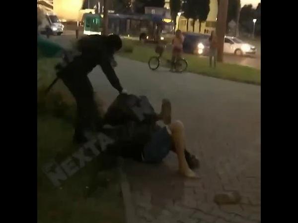 В Белоруссии ОМОН избивает беззащитных женщин ногами
