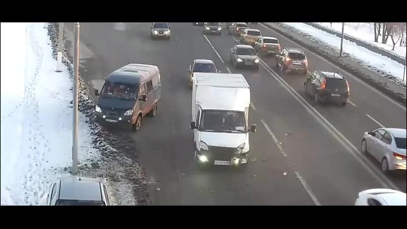 Странные белые фургоны