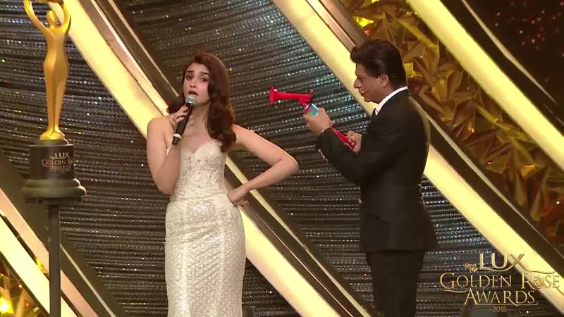 There's absolutely no stopping the gorgeous Alia Bhatt now Catch some fun moments between @aliaa08 and @iamsrk at the LuxGolde