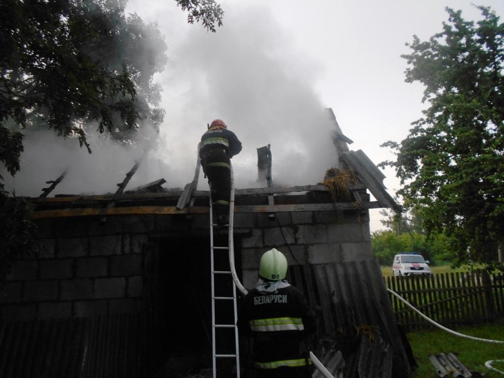 В Лидском районе накануне вечером горела кирпичная хозяйственная постройка.