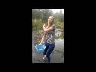Попка школьницы. ice bucket challenge. в леггинсах) топ тян сиськи эротика