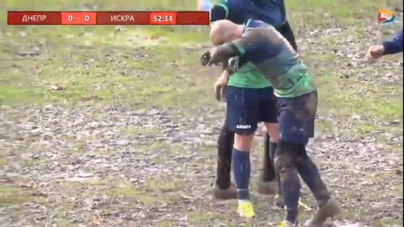 Чемпион Смоленской области по футболу определился на болотном поле?