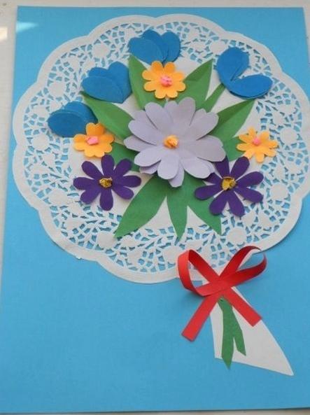 ОТКРЫТКИ НА 8 МАРТА СВОИМИ РУКАМИ Очень нежными и красивыми получаются открытки, сделанные с использованием бумажных кружевных
