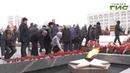 Сотни самарцев собрались на площади Славы. К Вечному огню они возложили цветы