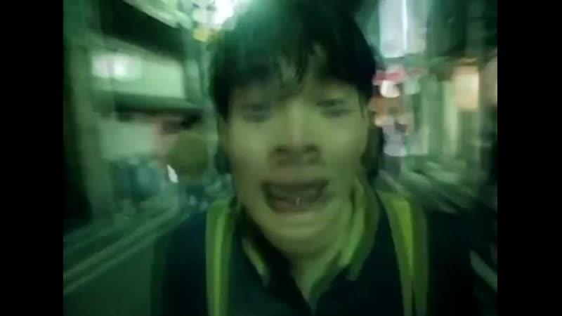 японец бежит безумный орет потому что нашел коечто и надо боссу сообщить