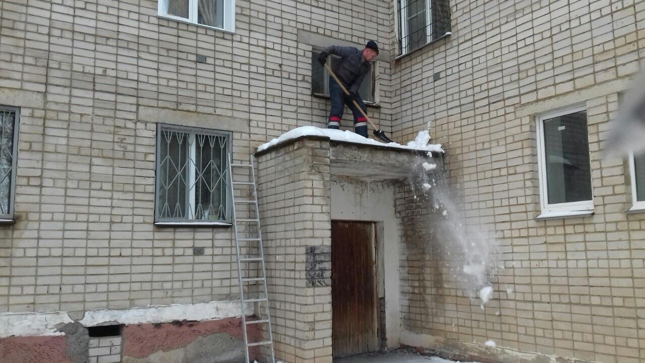 Чистка козырьков улица Физкультурников дом 4 и