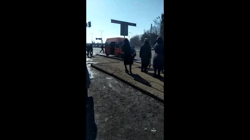 8 водителя оранжевого микроавтобуса ГРНЗ 827 PYA 09 который 23 03 2019 г на остановке 45 й квартал нелегально взял на бор