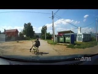 02 08 2021 Пацан на велосипеде