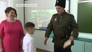 Казаки с показательным выступлением посетили школу в Тавричанке