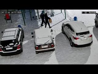 В Усть-Куте двое неизвестных сливали бензин ночью