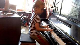 Jingle bells. Piano, Gosha 4 years old. Гоша 4 года, фортепиано.