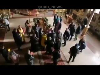 В Одессе священники устроили драку прямо в храме. Два священнослужителя подрались из-за сана.