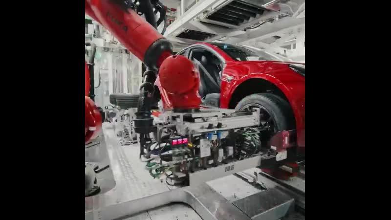 Elon Musk «Процесс сборки Tesla Model 3 Сделано в Калифорнии ⚡ Доступна в 17 странах, и это только начало.… »