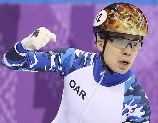 Семён Елистратов: Ровно год назад мне довелось постоять на олимпийском пьедестале почета🙏!!!А сегодня мы командами выиграли заключительный кубок мира в Италии 🏆!!!10 февраля-❤️😘🙏!Всем спасибо, работаем дальше 😊🤗!!!#атеперьдомой