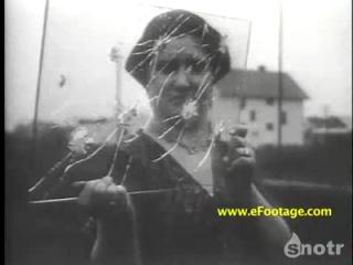 Муж тестирует бронезащитное стекло на своей жене