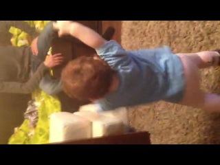 Маленький аварец танцует