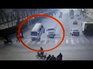 AMAZING Bizarre accident with vehicle tail left in air CHINA ROAD