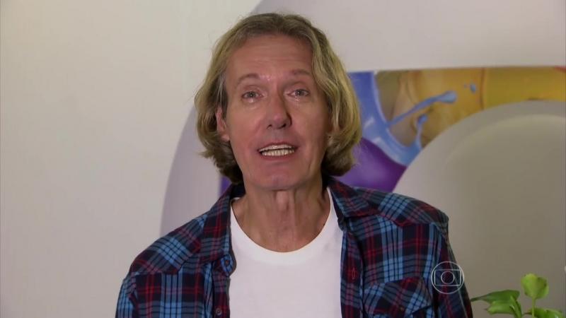 Eduardo Dussek relembra trabalhos na música e na TV