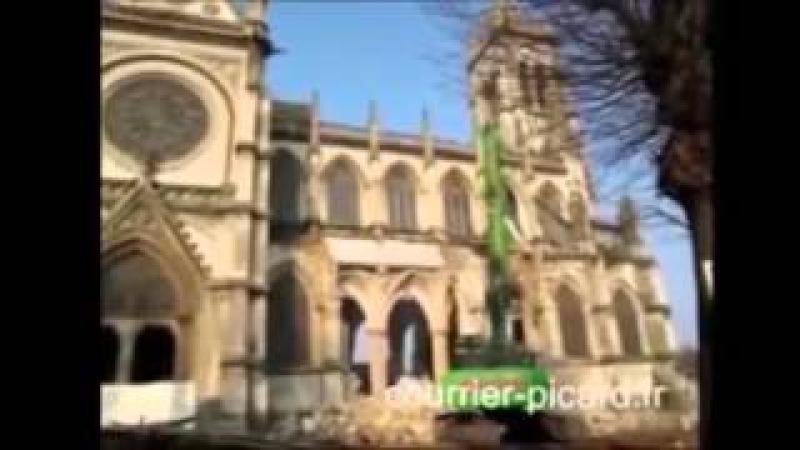 Upadek Francji Niszczenie zabytkowych chrześcijańskich kościołów i budowa tysięcy meczetów
