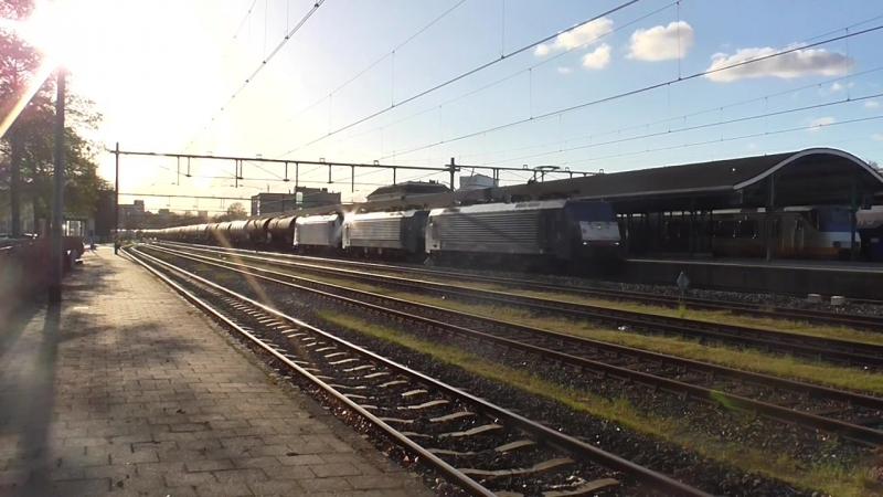 LTE 189 095 189 113 186 426 (in opzending komen met Keteltrein 41321 door station Apeldoorn