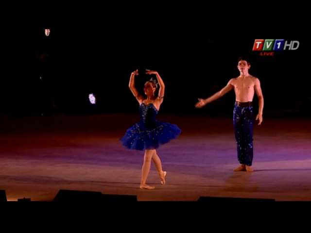 Sophia Lucia and Jack Beckham performing Le Corsaire at Varna Gala 2016