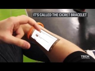 Этот браслет использует вместо экрана вашу руку.