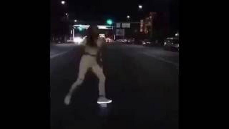YOLDA MÖHTƏŞƏM RƏQS Супер танец на дороге Papitto
