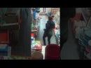 В Воронеже девушка ворующая духи с прилавка попала на видео