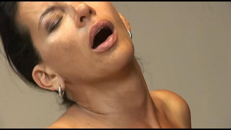 Молодой трахает начальницу и доводит до оргазма, boss sex fuck porn woman orgasm milf girl cum (Инцест со зрелыми мамочками 18+)
