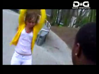 девчёнка классно танцует тиктоник