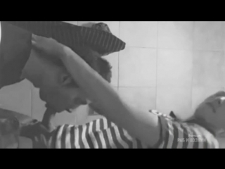 Парень кончил пидару в рот в туалете ( гей порно любительское) секс в туалет, минет натуралу, кончил в глотку парня