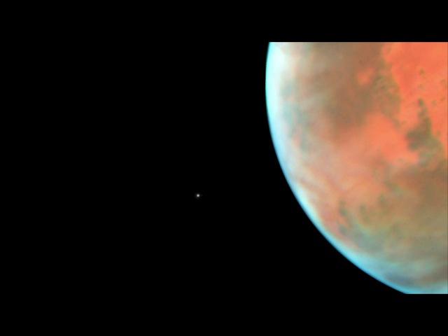 Телескоп Hubble захватил Фобос во время его орбитального пролета вокруг Марса