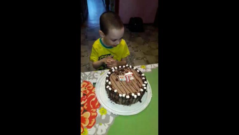 Богдан малыш пусть твоё желание скорее сбудется слелаеммирдобрее даримрадость тортиквподарок капелькадобра
