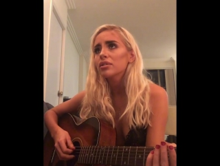 Naomi Woods - порноактриса Наоми Вудс очень круто поёт!