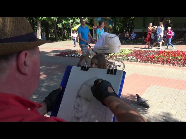 Гомельский художник рисует в парке Луначарского, Гомель 2017.