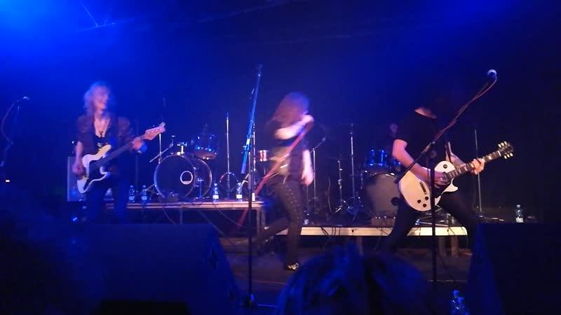 Bloody Heels - ( Live Riga night club Melna Piektdiena)