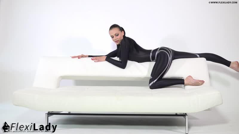 Contortion Flexilady Malina _ Wetsuit Movements