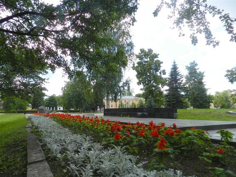 Братская могила в мемориальном комплексе